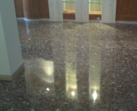 C mo limpiar el terrazo for Cera para pisos de marmol