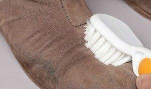 Frotar zapatos de ante
